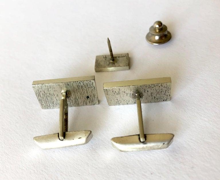 Modernist bird cufflinks created by Harold Fithian of California.  Cufflinks measure about 7/8