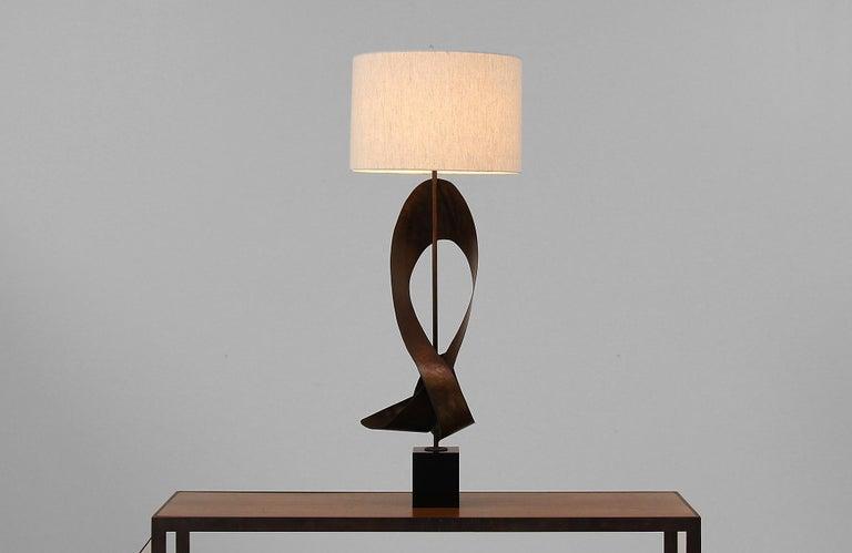 Mid-Century Modern Harry Balmer Brutalist Metal Ribbon Table Lamp for Laurel For Sale