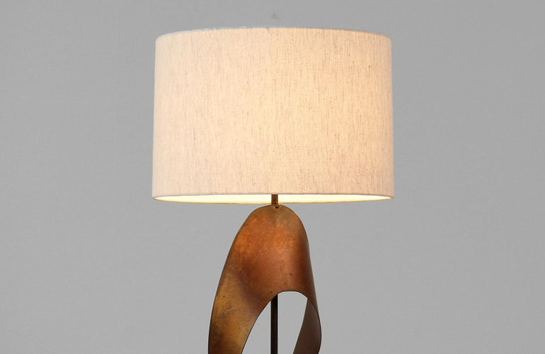 Harry Balmer Brutalist Metal Ribbon Table Lamp for Laurel In Excellent Condition For Sale In Los Angeles, CA