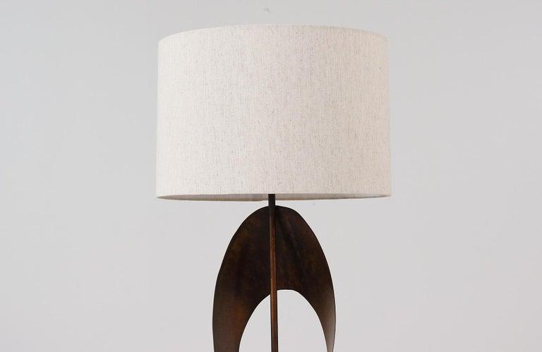 Brass Harry Balmer Brutalist Metal Ribbon Table Lamp for Laurel For Sale