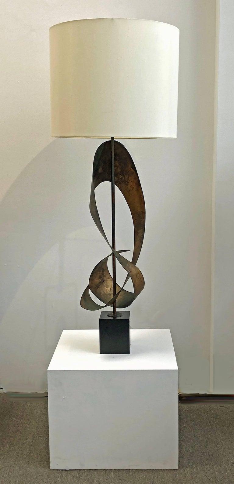 Brutalist sculpture table lamp designed by Harry Balmer for Laurel Lamps. As shown, measures 51