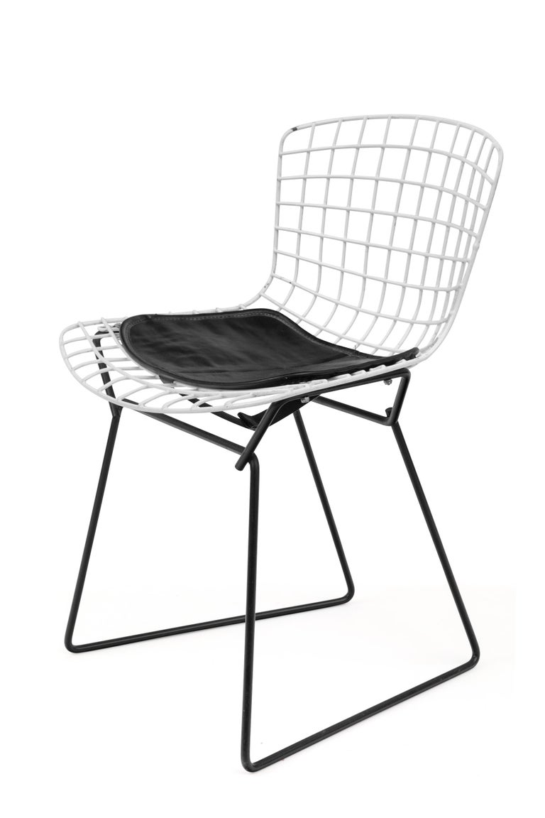 Mid-Century Modern Harry Bertoia Child's Chairs in White with Original Knoll Seat Pads, USA, 1960s For Sale