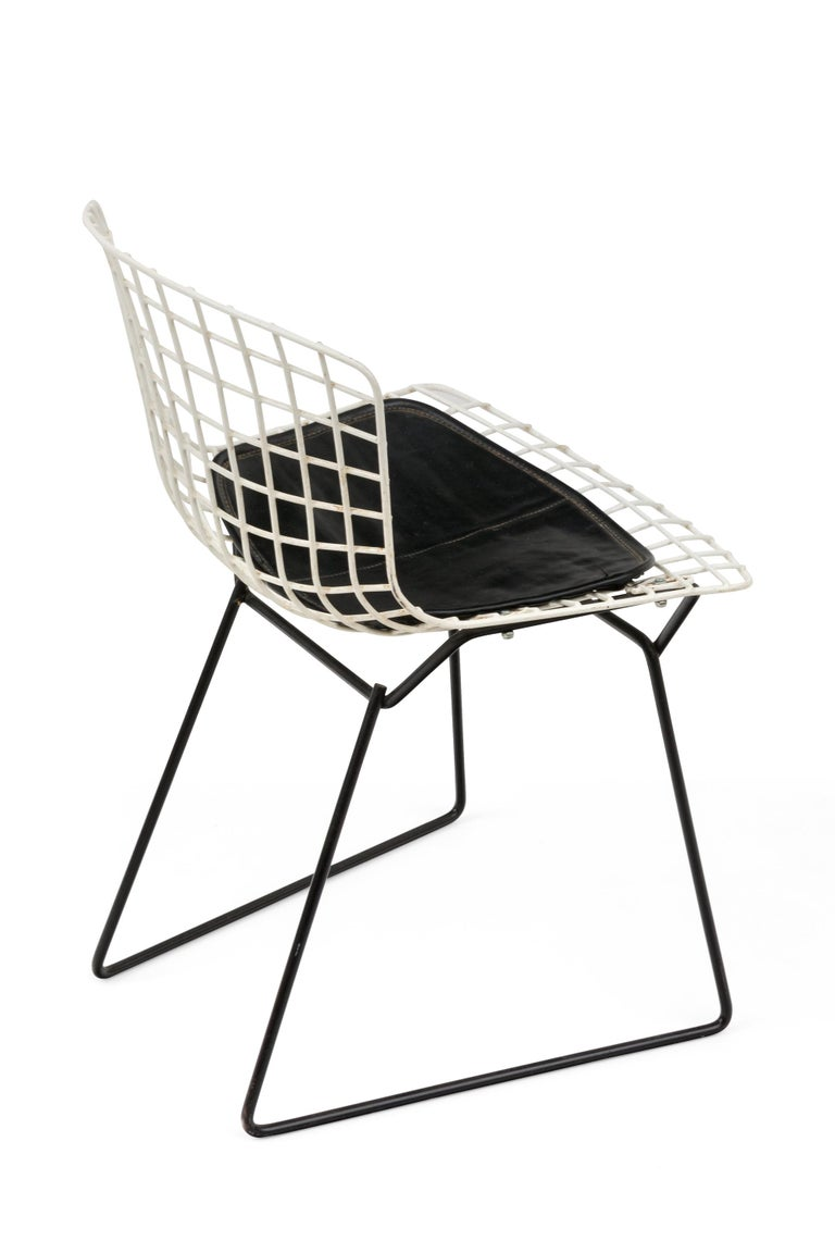 Harry Bertoia Child's Chairs in White with Original Knoll Seat Pads, USA, 1960s In Good Condition For Sale In New York, NY