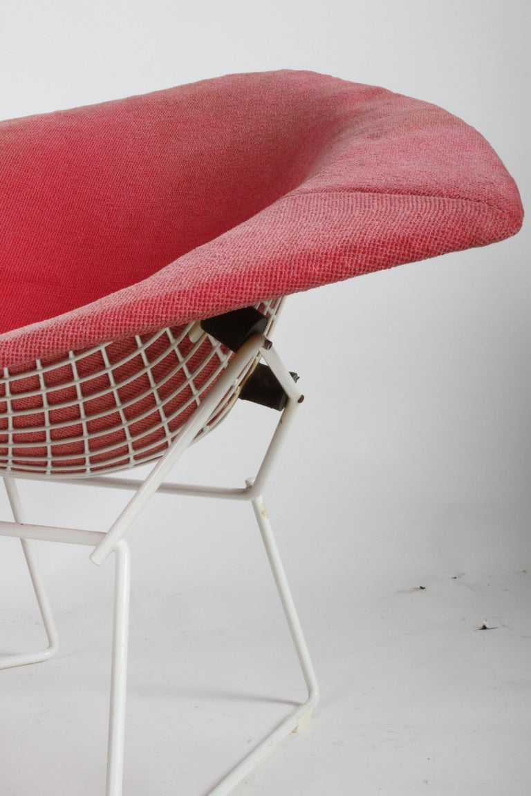 Harry Bertoia for Knoll Wide White Diamond Chair & Ottoman with Pink Upholstery  For Sale 1