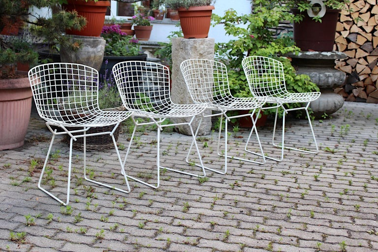 Harry Bertoia Mid-Century Modern Vintage Set of Four White Dining Chairs, 1950s For Sale 5