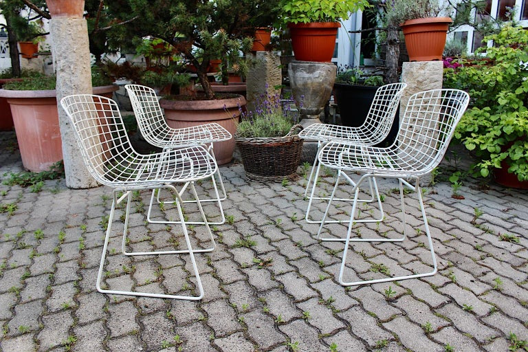 Harry Bertoia Mid-Century Modern Vintage Set of Four White Dining Chairs, 1950s For Sale 6