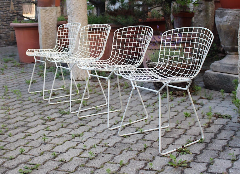 European Harry Bertoia Mid-Century Modern Vintage Set of Four White Dining Chairs, 1950s For Sale