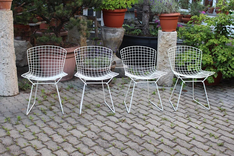 20th Century Harry Bertoia Mid-Century Modern Vintage Set of Four White Dining Chairs, 1950s For Sale