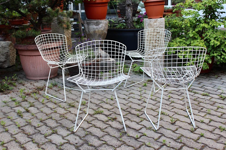 Harry Bertoia Mid-Century Modern Vintage Set of Four White Dining Chairs, 1950s For Sale 1