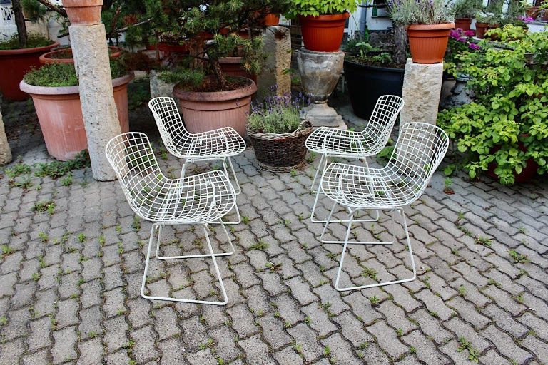 Harry Bertoia Mid-Century Modern Vintage Set of Four White Dining Chairs, 1950s For Sale 2