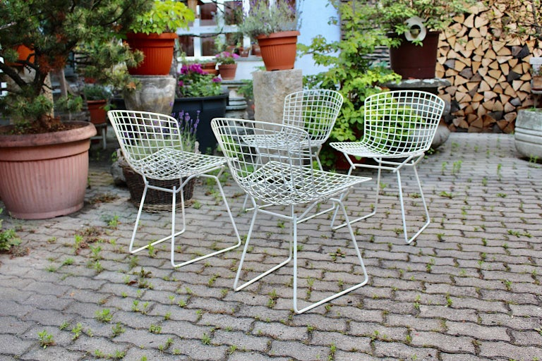 Harry Bertoia Mid-Century Modern Vintage Set of Four White Dining Chairs, 1950s For Sale 3