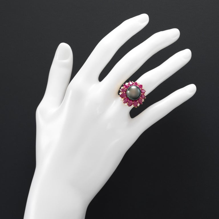 Harry Winston 1970s Diamond Ruby Tahitian Black Pearl Ring in 18K Gold In Excellent Condition For Sale In Dallas, TX