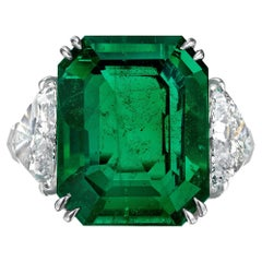 Harry Winston Colombian Emerald and Diamond Ring