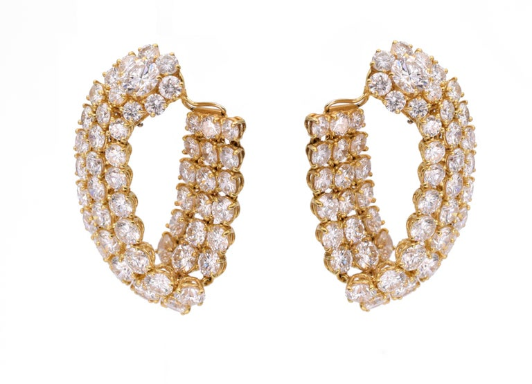 Harry Winston Diamond Hoop Earrings In Excellent Condition For Sale In New York, NY