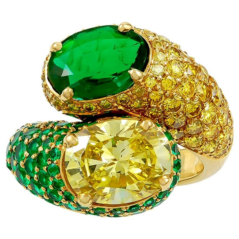 Harry Winston Fancy Intense Yellow Diamond and Emerald Twin Ring For Sale