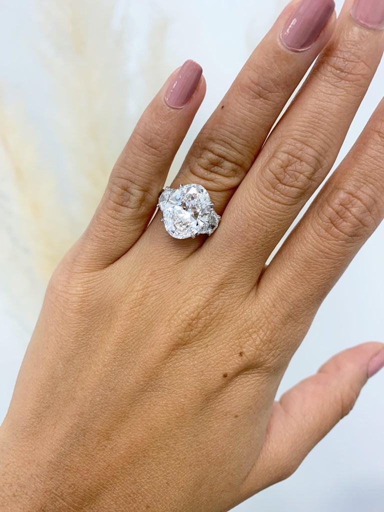 Harry Winston GIA Certified 5.01 Carat E VS1 Oval Brilliant Diamond Ring In Excellent Condition For Sale In New York, NY