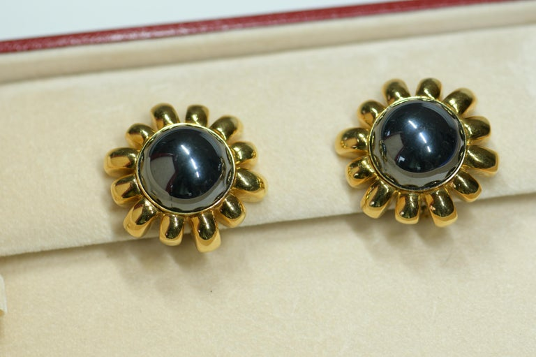 Harry Winston Hematite Gold Earring and a Gold Hematite Beads Necklace In Good Condition For Sale In Banbury, GB