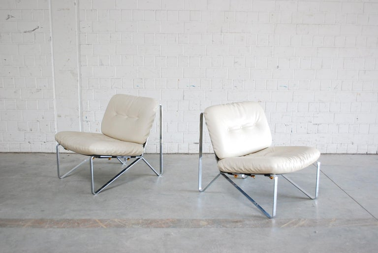 This set of two armchairs was designed by Hartmut Lohmeyer in 1960s and manufactured by German manufacture Mauser Werke Waldeck.