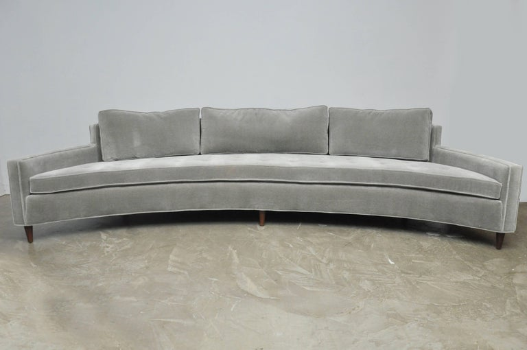 Mid-Century Modern Harvey Probber Attributed Curved Front Sofa For Sale