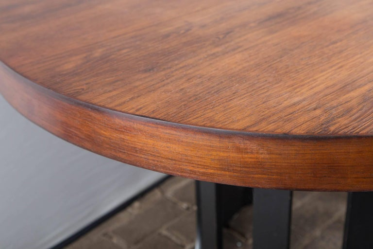Harvey Probber Dining Table with Two Leaves In Excellent Condition For Sale In Stamford, CT