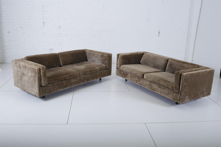 Harvey Probber Pair of Tuxedo Settees In Good Condition For Sale In Chicago, IL