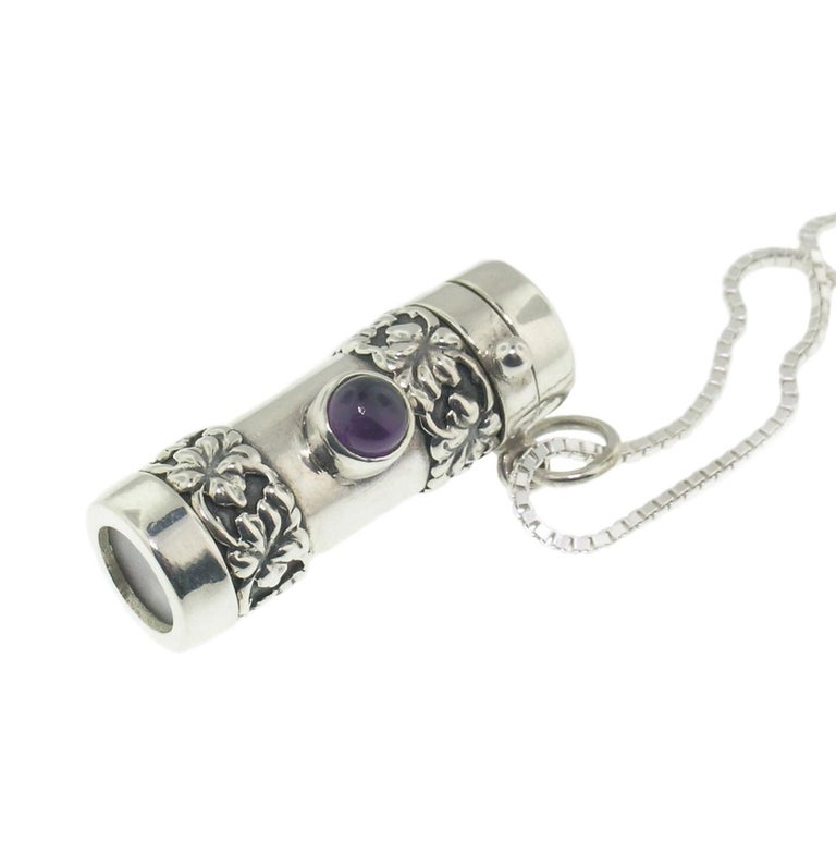 This style of kaleidoscope necklace is clean and elegant, featuring a single bezel-set amethyst cabochon as well as a richly detailed Hibiscus lei motif at either end. The slightly chunky styling of this style has a nice presence.  The optical