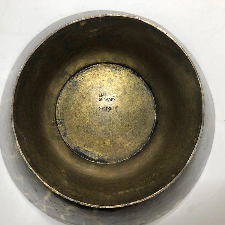 Hayno Focken Footed Bowl Hammered Brass Bauhaus In Good Condition For Sale In Munich, DE