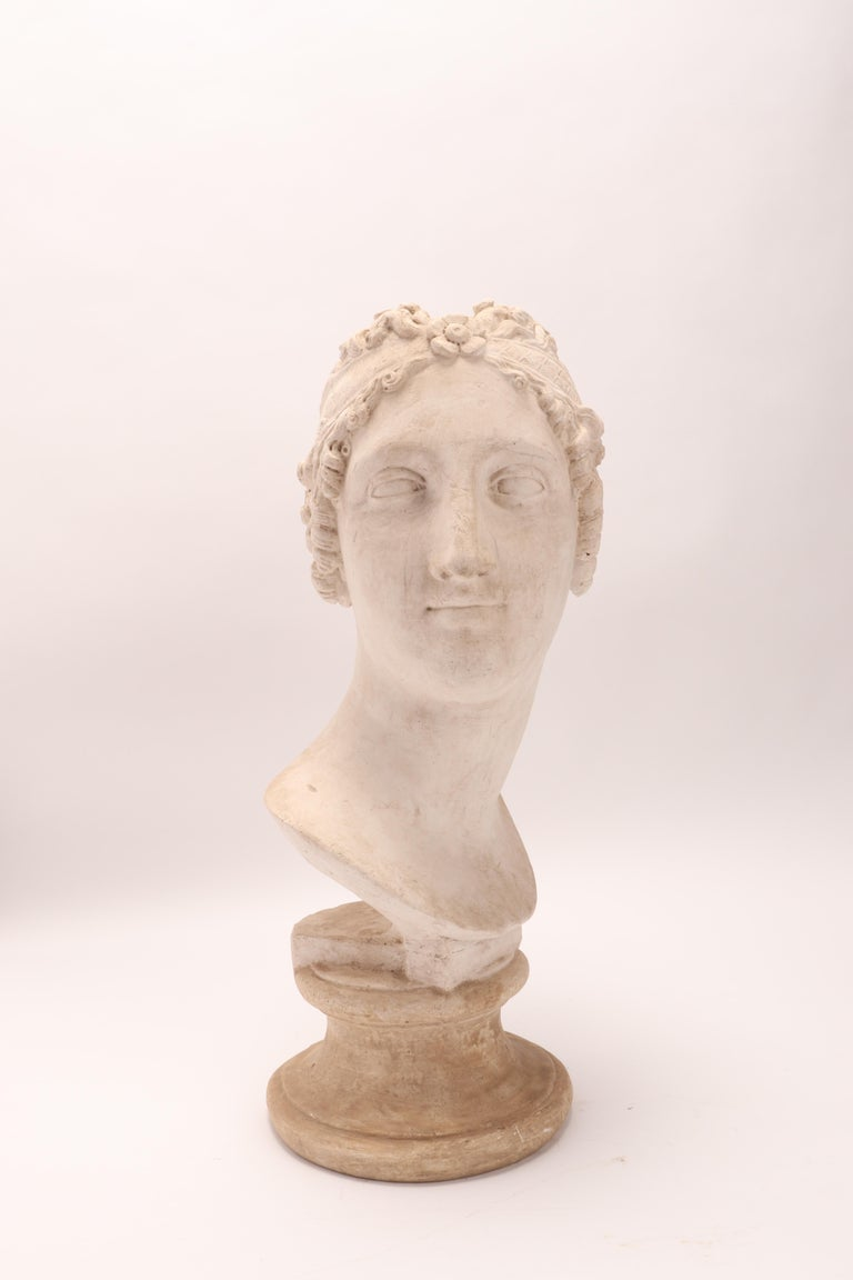 Head of a Women Neoclassic Portrait, Italy, 1890 In Excellent Condition For Sale In Milan, IT