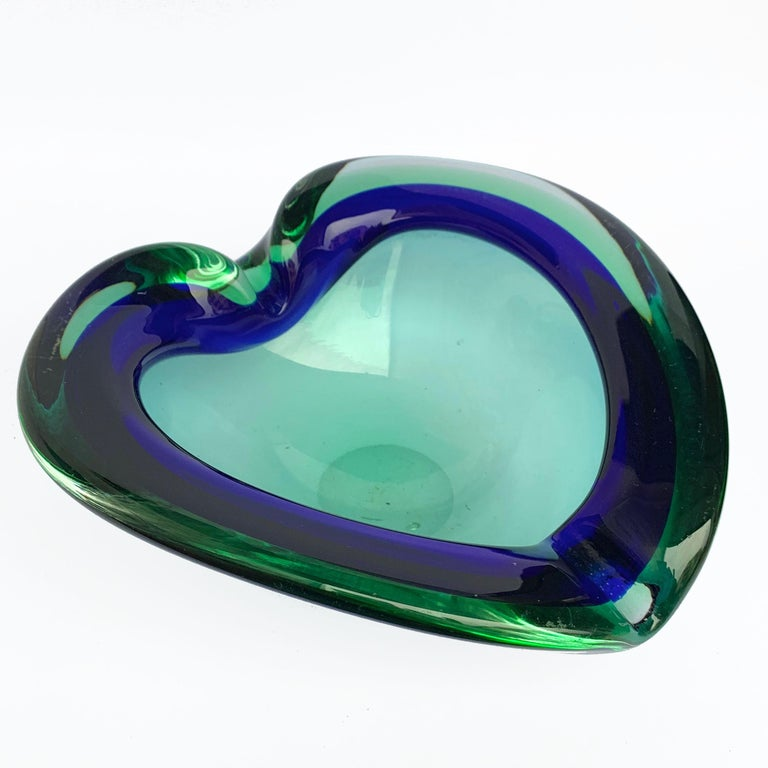 Heart-shaped, glass bowl or ashtray. Green and blue. Glass Sommerso Murano, Italy, 1960s. No chipping, the one highlighted in red is an internal sign.