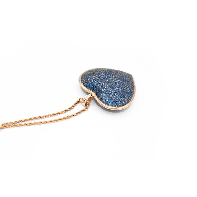 Heart Shaped Pendant in Blue Sapphires Pave and 18 Karat Pink Gold In New Condition For Sale In Torre del Greco, IT