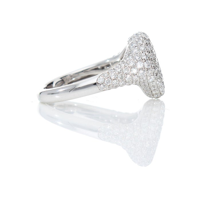 Heart-Shaped Ring with 1.75 Ct Diamond Pavè, 18 Kt White Gold Ring For Sale 5