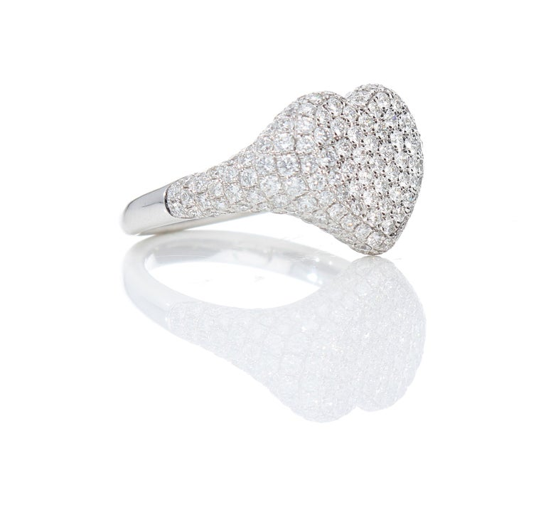 Heart-Shaped Ring with 1.75 Ct Diamond Pavè, 18 Kt White Gold Ring For Sale 6