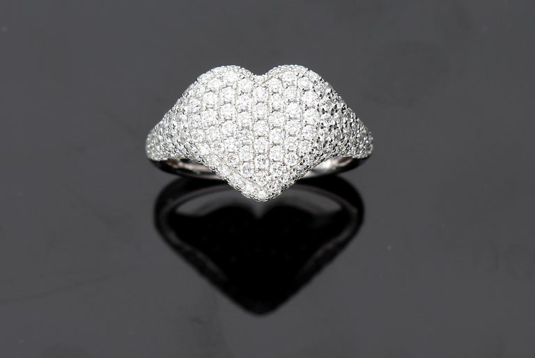 Heart-Shaped Ring with 1.75 Ct Diamond Pavè, 18 Kt White Gold Ring For Sale 7