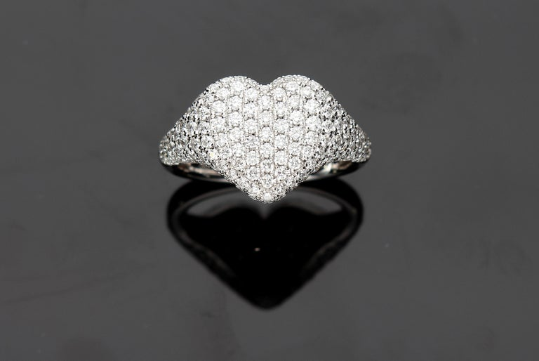 Heart-Shaped Ring with 1.75 Ct Diamond Pavè, 18 Kt White Gold Ring For Sale 9