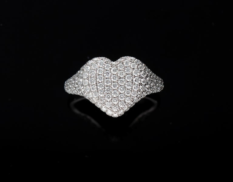 Heart-Shaped Ring with 1.75 Ct Diamond Pavè, 18 Kt White Gold Ring For Sale 10