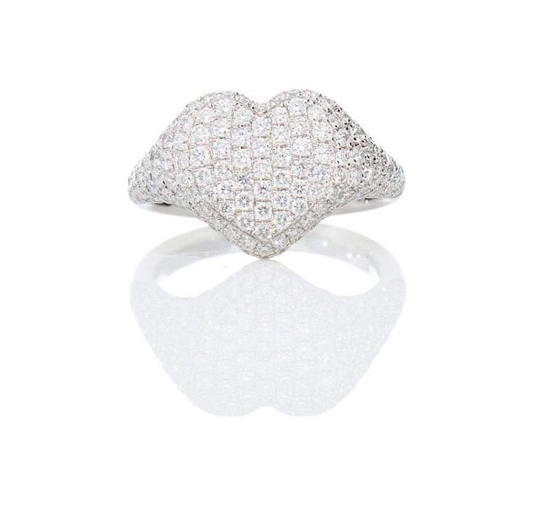Modern Heart-Shaped Ring with 1.75 Ct Diamond Pavè, 18 Kt White Gold Ring For Sale