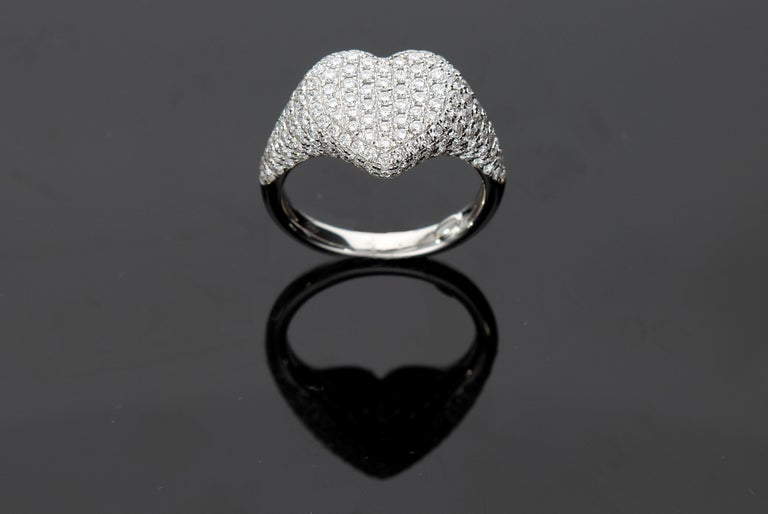 Heart-Shaped Ring with 1.75 Ct Diamond Pavè, 18 Kt White Gold Ring In New Condition For Sale In Rome, IT