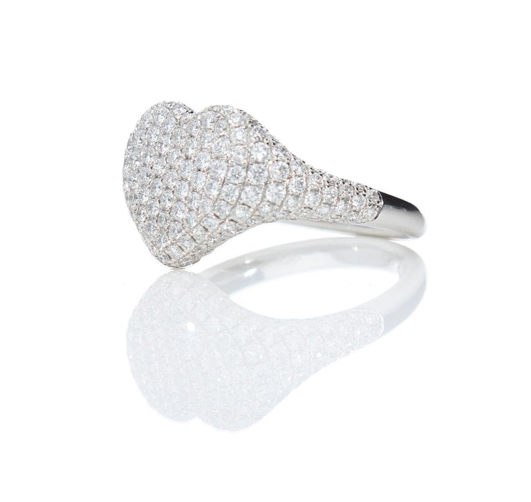 Women's Heart-Shaped Ring with 1.75 Ct Diamond Pavè, 18 Kt White Gold Ring For Sale