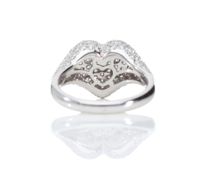 Heart-Shaped Ring with 1.75 Ct Diamond Pavè, 18 Kt White Gold Ring For Sale 3