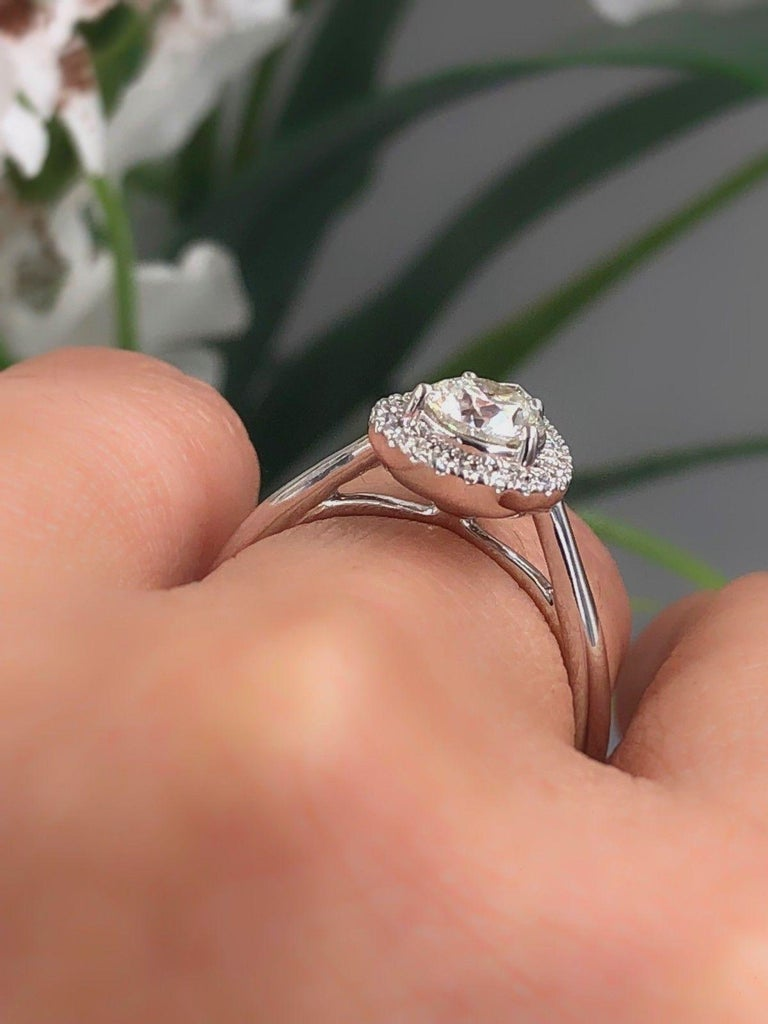 Hearts on Fire Destiny Teardrop Shape Halo Engagement Ring Round 0.88 Carat For Sale 4