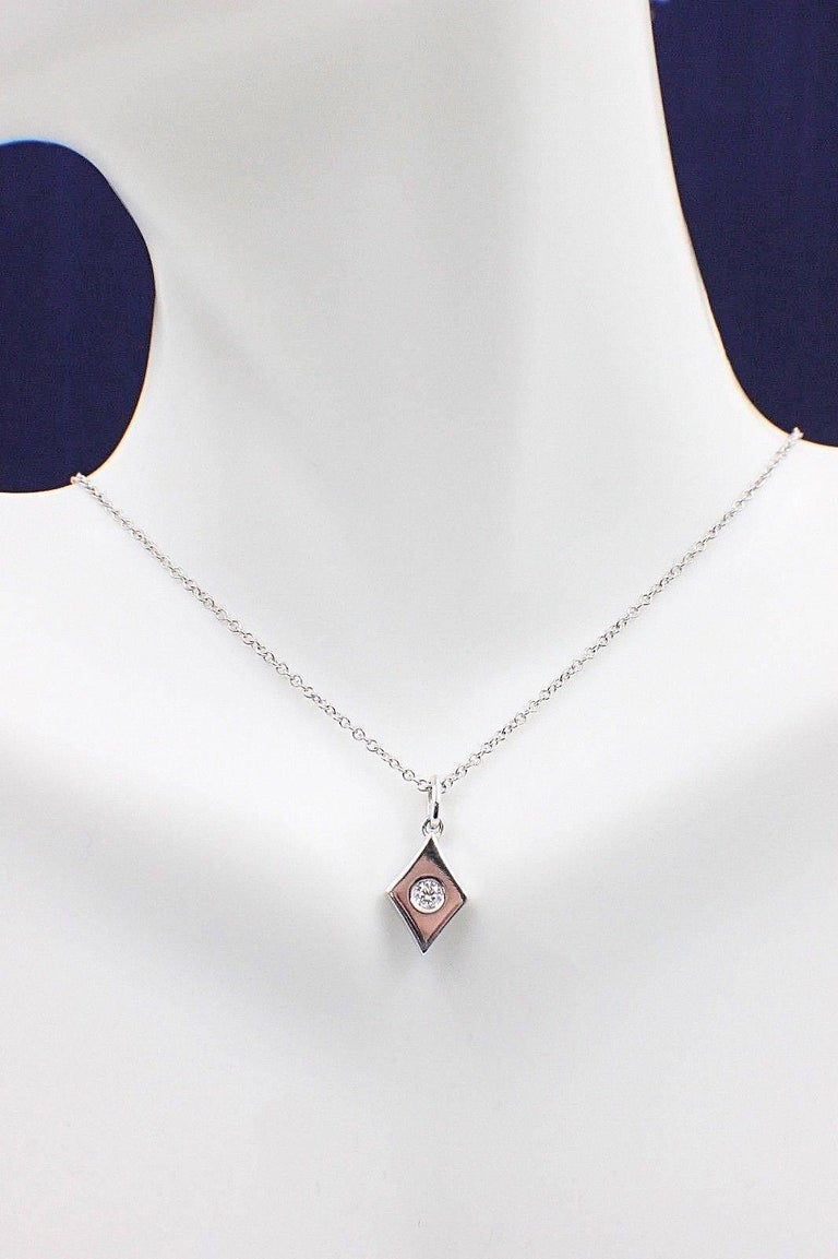 Brand:  HEARTS ON FIRE Style:  Pendant Necklace Serial Number:  HFPFHD00088W Length:  20 Inches Chain:  Adjustable Metal:  White Gold Metal Purity:  18K Total Carat Weight:  0.07-0.09 CTS Diamond Shape:  ROUND BRILLIANT DIAMOND Diamond Color &