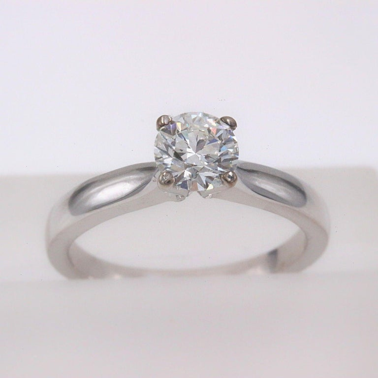 Hearts on Fire Style:  Signature Solitaire Diamond Engagement Ring Metal:  18k White Gold Size:  6.25 - sizable Total Carat Weight:  0.71 ct Diamond Shape:  Round Brilliant Diamond Diamond Color & Clarity:  G VS Hallmark:  HOF 750 Includes:  Elegant