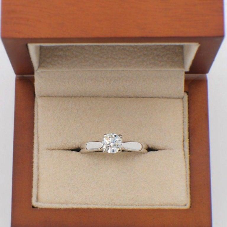 Women's Hearts on Fire Signature Diamond Engagement Ring Round 0.71 Carat 18 Karat Gold For Sale