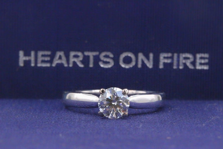 Hearts on Fire Signature Diamond Engagement Ring Round 0.71 Carat 18 Karat Gold For Sale 1