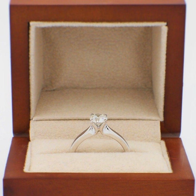 Hearts on Fire Signature Diamond Engagement Ring Round 0.71 Carat 18 Karat Gold For Sale 3