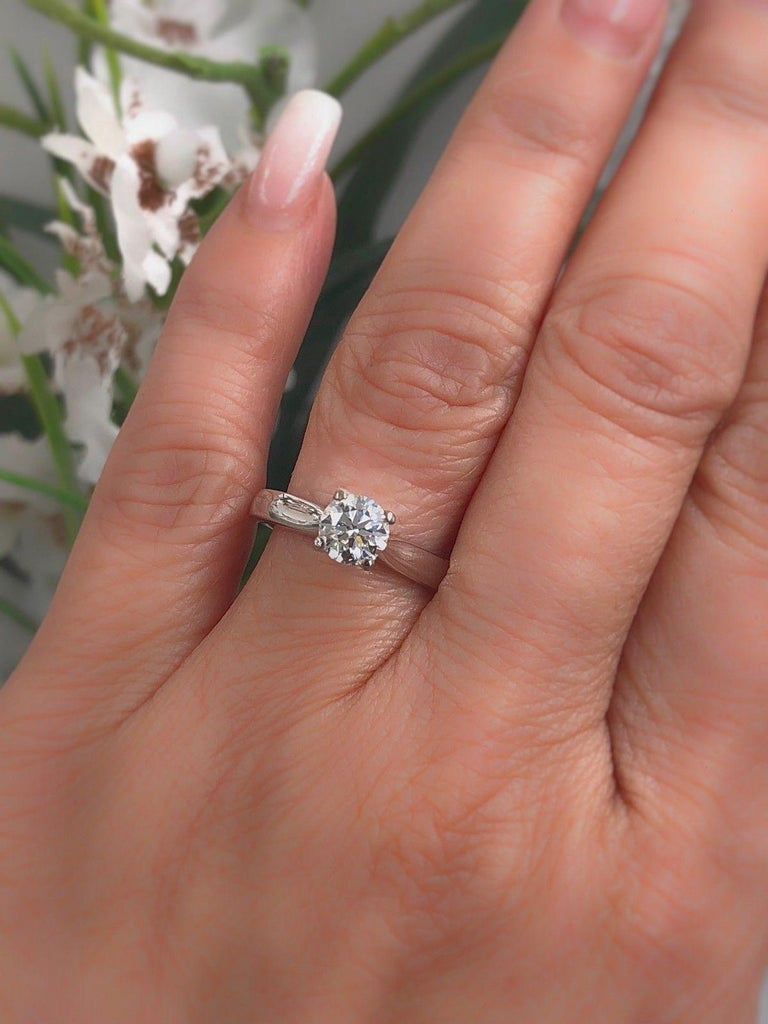 Hearts on Fire Signature Diamond Engagement Ring Round 0.71 Carat 18 Karat Gold For Sale 4