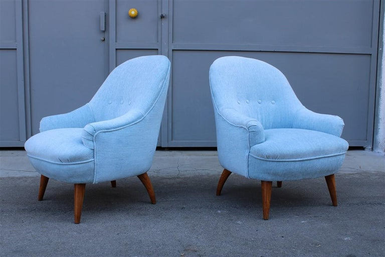 Heavenly mid-century Italian design pair of small armchairs Gio Ponti style, conical and curved feet in chestnut wood, these armchairs are very reminiscent of the style of a pair of armchairs Conceived and designed by the famous Gio Ponti. Original
