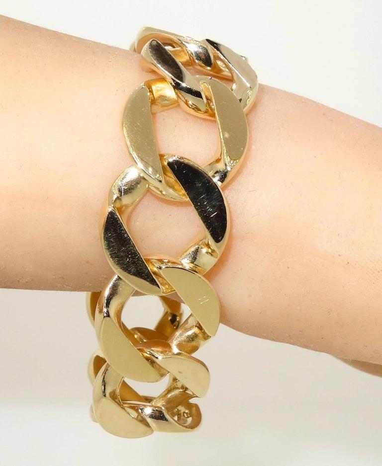 Women's or Men's Heavy Gold Curb Link Bracelet For Sale