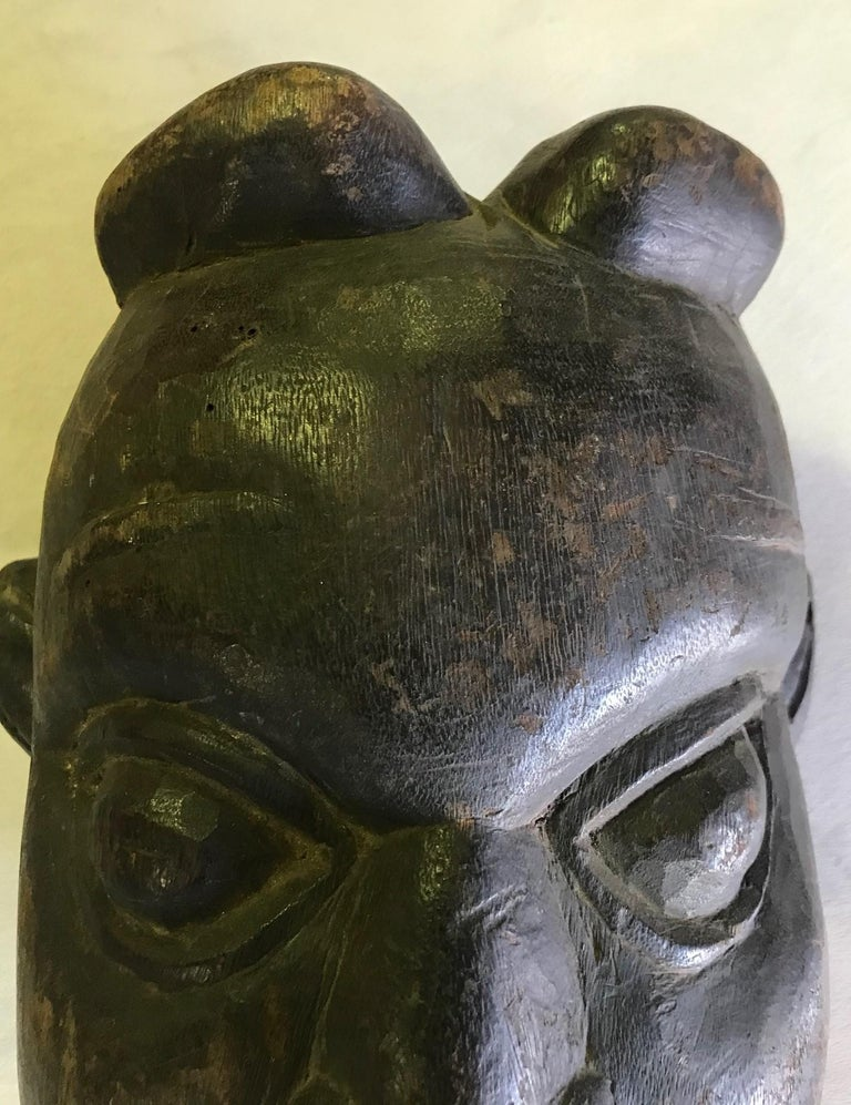 Heavy Oceanic Papua New Guinea or African Carved Wood Mask In Good Condition For Sale In Studio City, CA