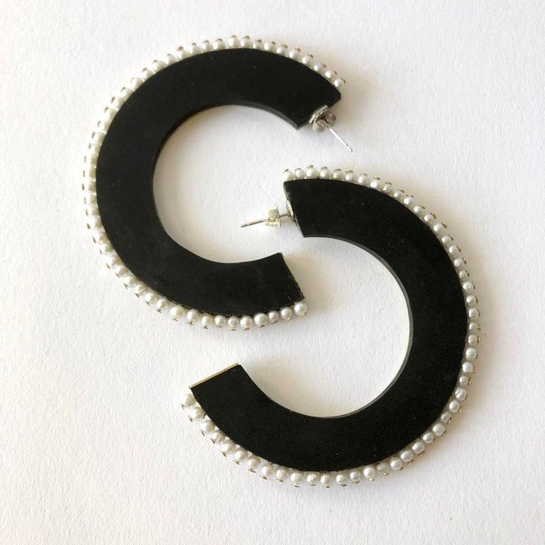 Artisan Heidi Abrahamson Pearl Acrylic and Brass Postmodernist Reversible Hoop Earrings For Sale